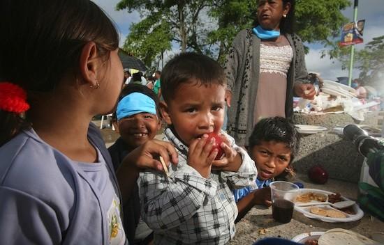 Distribución de alimentos en Tabasco, México. Crédito: Mauricio Ramos