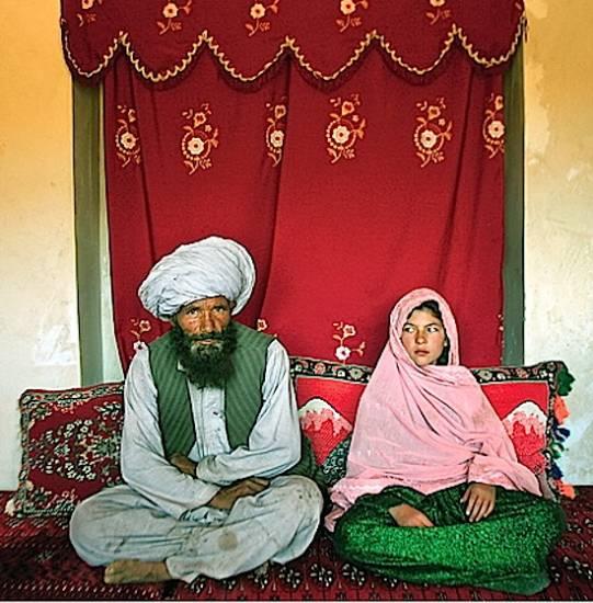 "(C) Stephanie Sinclair. Ghulam Haider, ""Brides"". Premio Unicef 2007 (detalle)"