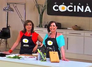 Ana Kringe, alcaldesa de Dénia, hace un arroz a banda cara el público en el programa de Begoña Tormo en Canal Cocina