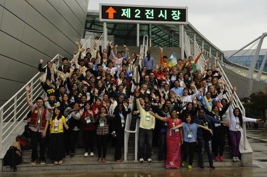 Grupo de jóvenes asistentes a la X Asamblea del Consejo Mundial de Iglesias (CMI). Foto: Joanna Lindén-Montes/WCC