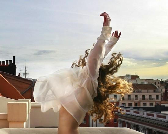 """(C) Esther Camacho Cerezo, Castro Urdiales (Cantabria, España). """"Ella despierta."""" Finalista. Helie Memorial 2012"""
