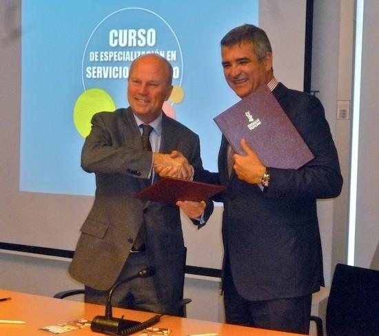 Adolfo Utor, presidente de Baleària y de la Fundació de la naviera (derecha), y Máximo Buch, conseller de Economía, Industria, Turismo y Empleo de la Generalitat Valenciana