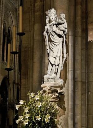 Notre-Dame-Virgen-niño-LED