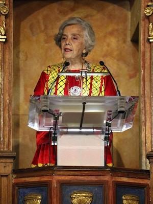 Elena Poniatowska en el momento de pronunciar su discurso en el Paraninfo de la Universidad de Alcalá de Henares