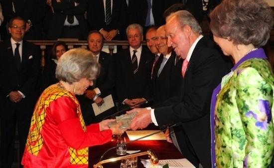 Don Juan Carlos entrega el Premio Cervantes a Elena Poniatowska