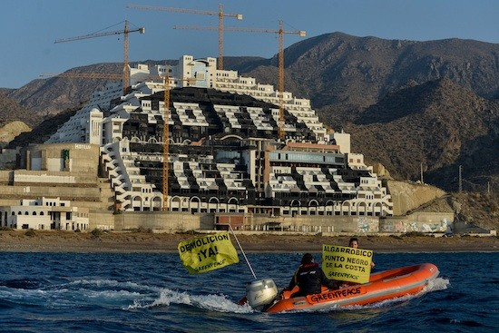 Greenpeace-Algarrobico-hotel-ilegal