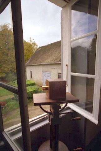 Reconstrucción del escenario de la toma de la 'Vista desde la ventana de Le Gras' de Jooseph Nicéphore Niepce.