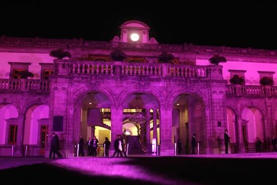 Mexico-cancer-de-mama-edificos-de-rosa
