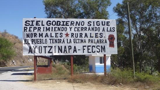 ayotzinapa.normal-rural-pancarta