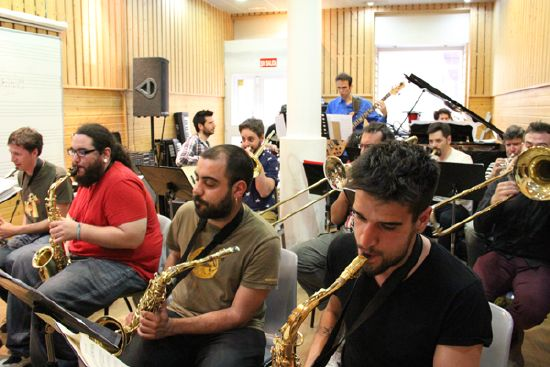 Big Band Música Creativa. Saxos en acción.