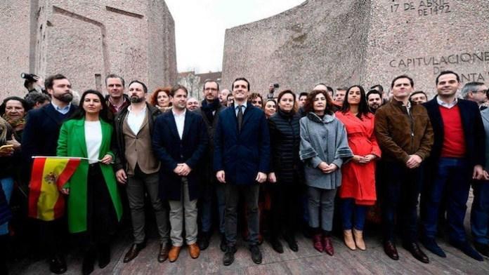 Abascal con Casado y Rivera encabezan a sus seguidores en la Plaza de Colón de Madrid, el 10 de mayo de 2019
