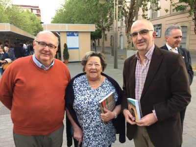 Con Magdalena Gorrell Jaén y Manuel Toribio en la Feria del Libro de Córdoba.