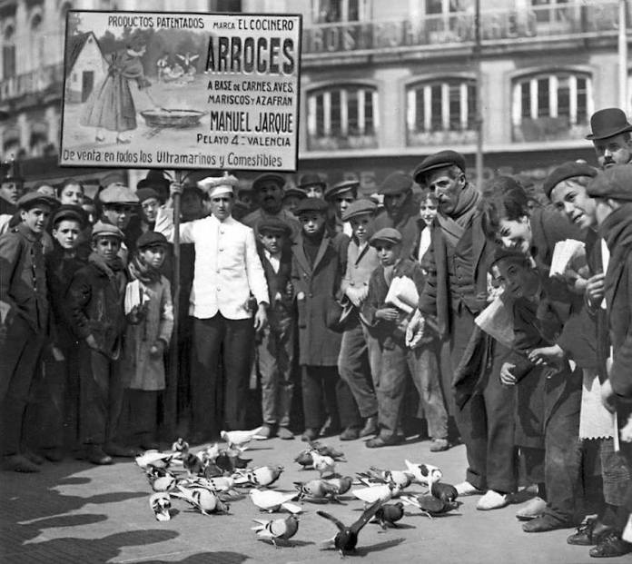 Publicidad en la Puerta del Sol en Madrid, 1911