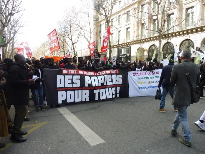 Julio Feo: pancarta por la legalización de los trabajadores indocumentados, París, 16 de marzo de 2019
