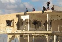 ONU/Shareef Sarhan Grupo de jóvenes en un edificio abandonado de Gaza.