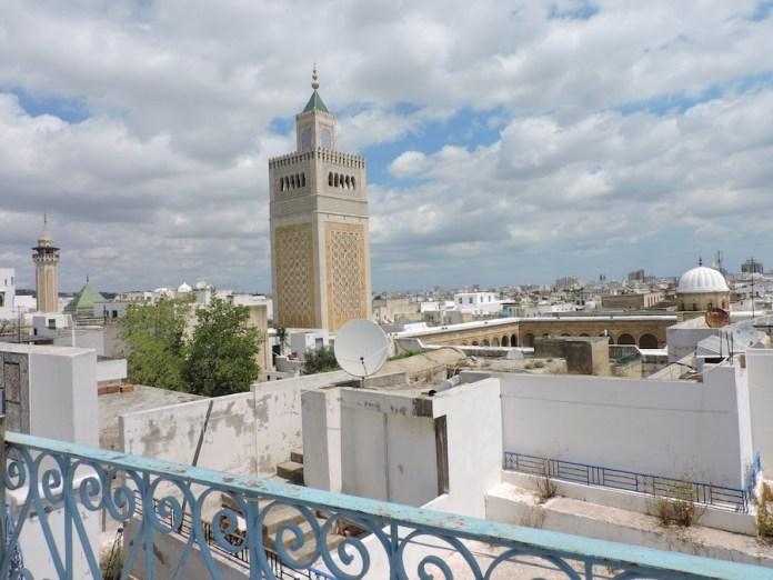 Adriana Bianco: Mezquita Ez Zitouna desde la Medina de Túnez