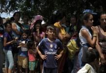 ACNUR / Santiago Escobar-Jaramillo: venezolanos hacen cola para cruzar la frontera con Colombia