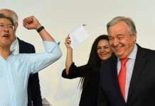 ONU Viena/Nikoleta Haffar El Secretario General de la ONU junto al mensajero de la paz, el chelista Yo Yo Ma, durante el Día de Acción en Viena.