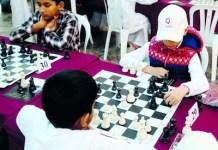 Niños jugando en el Campeonato Árabe en Ammán