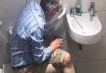 Igor Rausis consulta el móvil en el baño por lo que fue descalificado