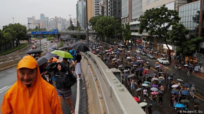 Hong Kong: manifestantes se dirigen hacia Victoria Park el 19 de agosto de 2019