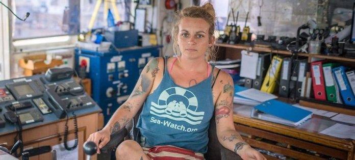 Pia Klemp en el puente de mando del Sea Watch 3