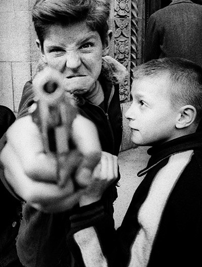 William Klein Gun1 NYork 1954