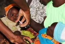 PATH Un bebé de cinco meses recibe una dosis de la vacuna contra la malaria en Mkaka, Malawi