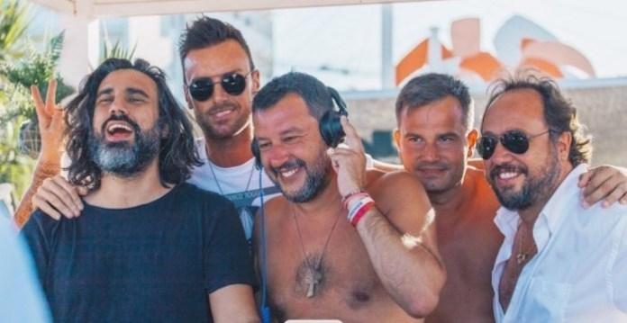Matteo Salvini rodeado de seguidores de la Liga Norte, verano de 2019