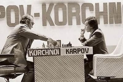 Imagen del histórico campeonato de ajedrez entre Karpov y Korchnoi en 1978 en Banguio, Filipinas
