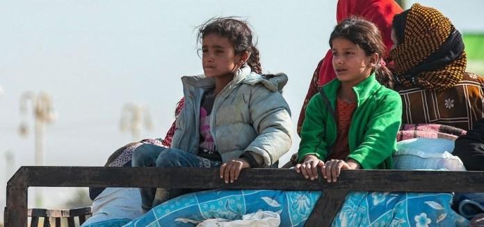 UNICEF/Delil Souleimain: Familias que huyen de la escalada de violencia en el noreste de Siria llegan a Tal Tamar,una pequeña ciudad en el oeste de la provincia de al-Hasakah.