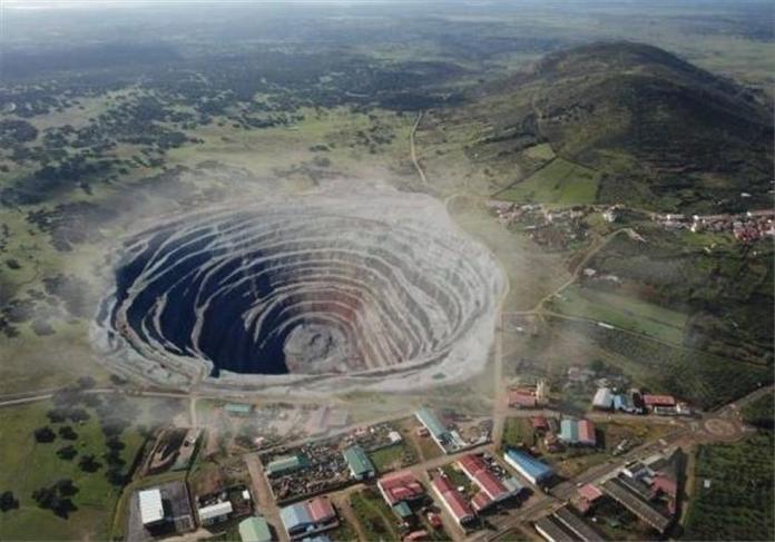 Recreacción de un proyecto de minería buitre en Extremadura