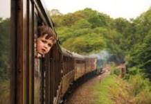 Niño en el tren de la vida