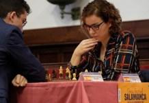Alberto Prieto: Sabrina Vega durante el pasado torneo de Salamanca.ante el tataranieto de Unamuno, Miguel Santos.