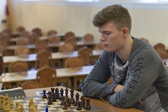 El octavo pasajero del ajedrez, Kirill Alekseenko