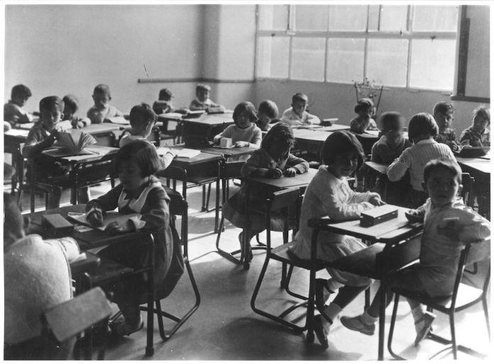 """Clase del Instituto-Escuela, 1933. Fotografía reproducida en la revista """"Crónica"""", 29 de enero de 1933. Archivo General de la Administración. Ministerio de Cultura y Deporte."""