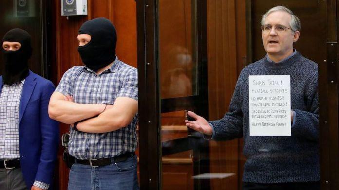 Whelan en la sala del tribunal
