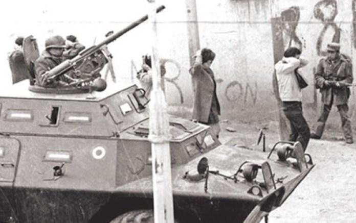Los militares toman las calles en La Paz durante el golpe de estado de 1980