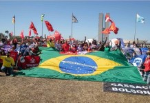"""Más de mil organizaciones sociales y sindicales entregaron el 14 de julio a la Cámara de Diputados un pedido colectivo de inhabilitación política del presidente Jair Bolsonaro, acusándolo de un conjunto de """"crímenes de responsabilidad"""", por los daños causados por su gobierno a la salud pública, el ambiente, los indígenas, la cultura, la economía, los derechos laborales y la imagen externa de Brasil. Foto: Gabriel Paiva/Fotos Públicas"""