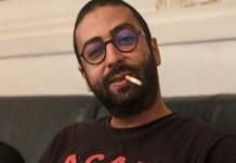 Omar Radi fuma
