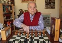 Uhlmann, ante el tablero, en una de sus últimas imágenes