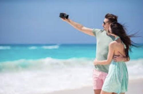 parejas selfie playa