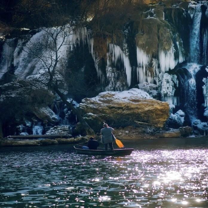 Bosnia Herzegovina cueva en la montaña
