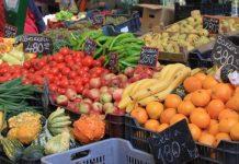 FAO/G. Agostinucci: Un mercado de frutas y verduras en Budapest, Hungría.
