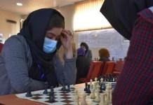 Mujeres juegan al ajedrez en Afganistán