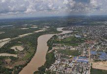 La región del río Arauca, en una vista aérea junto a la capital departamental colombiana del mismo nombre. © UNAL
