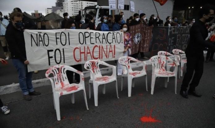 Jacarezinho, pancarta «No fue operativo, fue matanza» © Roberto Parizotti / Fotos Públicas