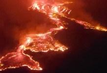 Lava del monte Nyiragongo baja hacia la ciudad de Goma en el este de la República Democrática del Congo