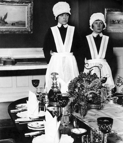 Sirvienta y sirvienta segunda. 1936