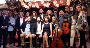 Aída Gómez rodeada de artistas de la Suma. Foto Teresa Fernández